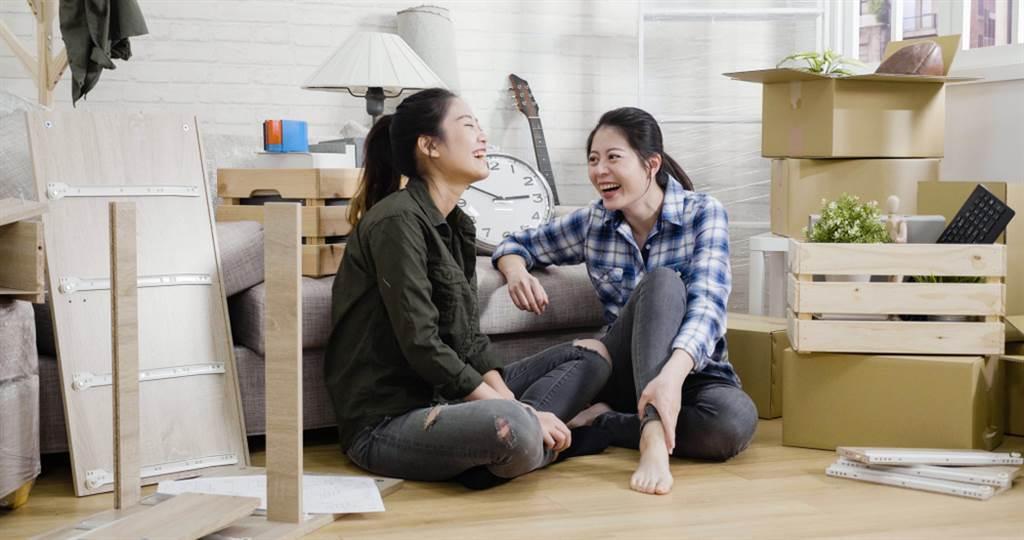 有網友分享房東超級佛心,不僅碰上問題能快速處理,這次又主動減租,讓她相當感恩。(示意圖/Shutterstock)