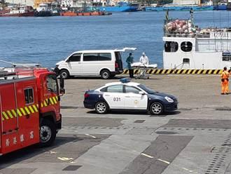 外籍漁船1船員公海猝死 遺體運抵高雄港警如臨大敵