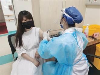 月亮公主孟庭苇大陆施打疫苗 PO接种照引热议