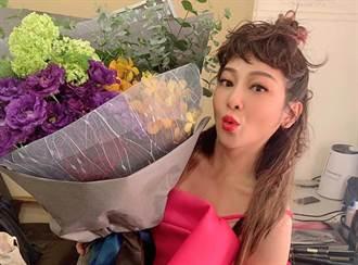 王彩樺宅在家練功 細肩帶低胸背心放風白嫩肌