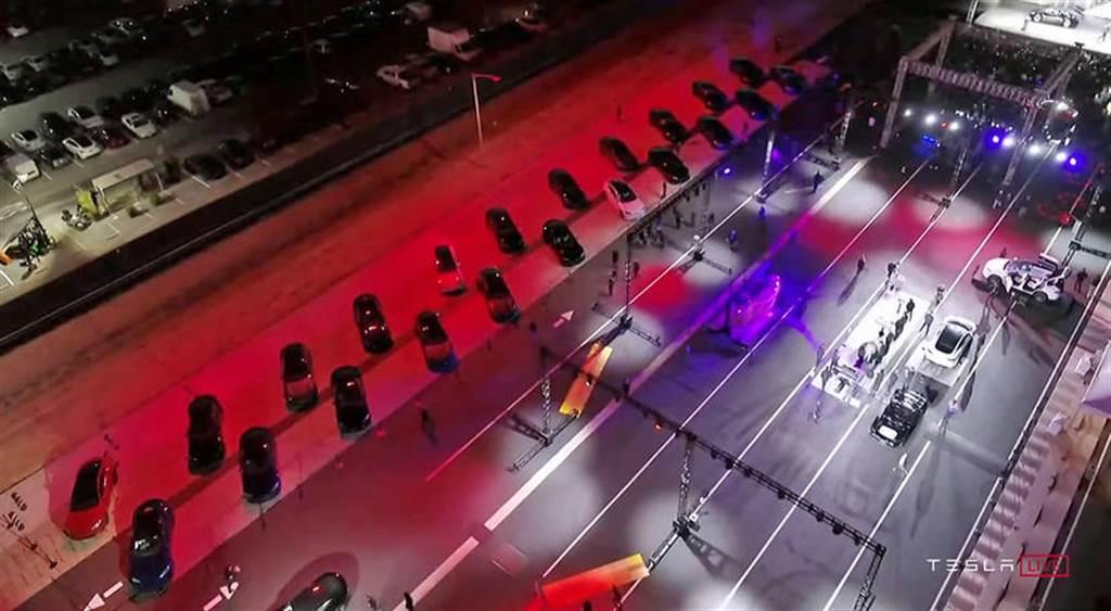 特斯拉新版 Model S 在美開放交車:首批 25 輛、下季可達每周千輛產能規模