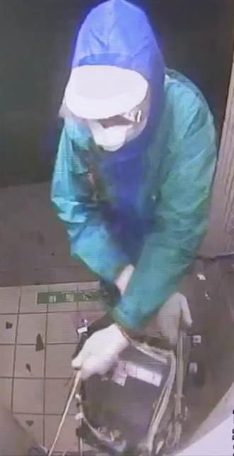 毀損出鈔口拿不到錢 囂張竊嫌把整台ATM砸爛
