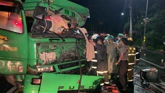 台東縣鹿野鄉拖板車、大貨車對撞 2人輕傷 水果散落滿地