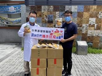 東服中心執行長洪宗楷撐醫護 媒合食物銀行送1萬4000顆粽子