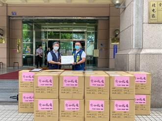 生日獻大愛 黃健豪與企業捐贈區公所2千件隔離衣