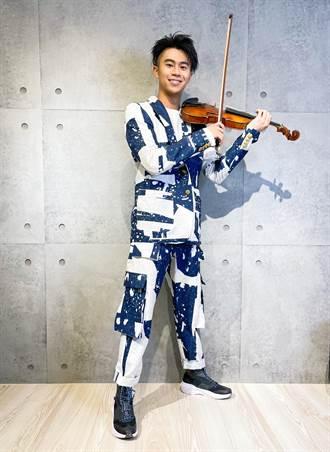 廖柏雅為連續30天線上時裝秀揭幕 攜「阿嬤級」小提琴亮相