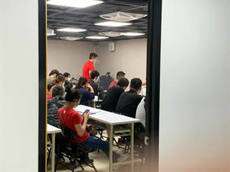 台南永康區工廠擠滿41人面試 警認群聚移送裁罰