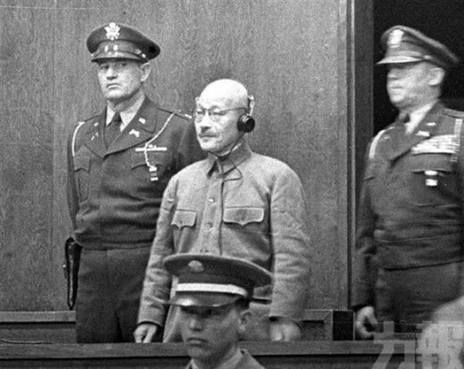 日本前首相東條英機等7名二次世界大戰的甲級戰犯,在1948年被處死後,骨灰下落成謎逾70年。日媒從美軍解密檔案證實,這7人骨灰被美軍撒入太平洋。(圖/公開資源檔案照)