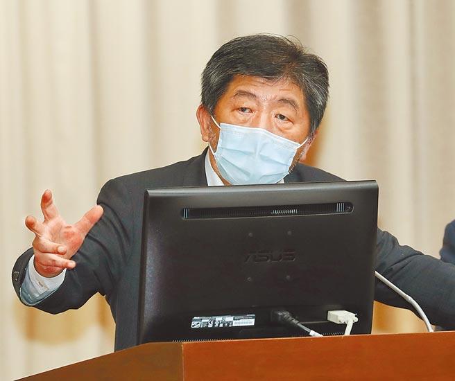 衛福部長陳時中(圖)10日再被立委追問放寬機師檢疫的「3+11」決策時,頻頻搶話爆火氣。(劉宗龍攝)