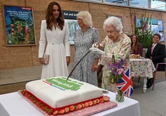 影》凱特目擊 英女王罕見動劍了