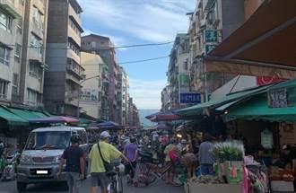 濱江市場人多到像跨年 店家見警察早到秒變臉
