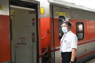 端節前「罩」顧  慈濟贈臺鐵6300片防護面罩