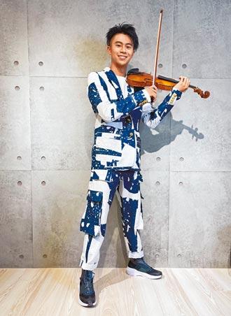 廖柏雅線上走秀攜阿嬤級小提琴亮相