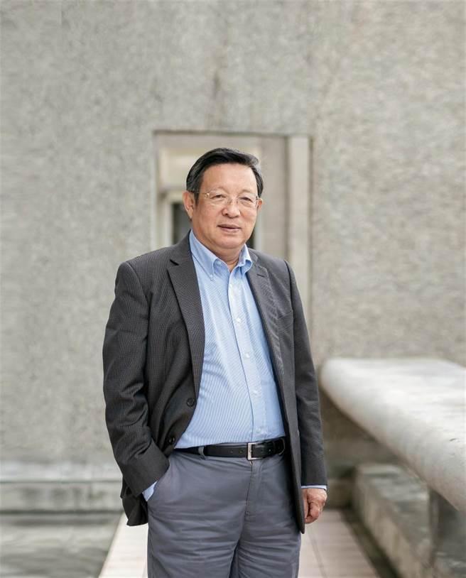 中研院院士臧振華在美國接觸到水下考古,回台後積極呼籲國內發展水下考古的重要性,是台灣水下考古的先驅。(林旻萱攝)