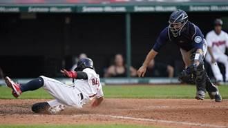MLB》投手傳捕手竟失誤 印地安人戲劇性逆轉勝