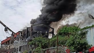 宜蘭廢棄魚塭起火 警消撲滅火勢
