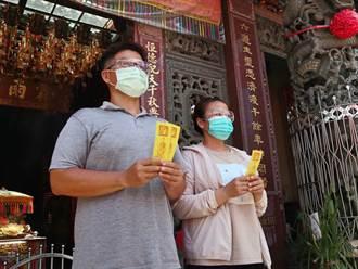 台南六甲恆安宮送五毒符 民眾防疫在家過端午兼鎮宅