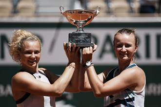 法網》包辦單、雙冠軍 克蕾切可娃21年來第一人