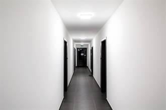 60歲房東突搬入隔壁套房 他問原因「聯想阿公店」網喊快躲遠