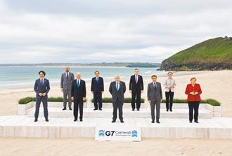 G7氣氛熱絡 美法領袖熱情搭背