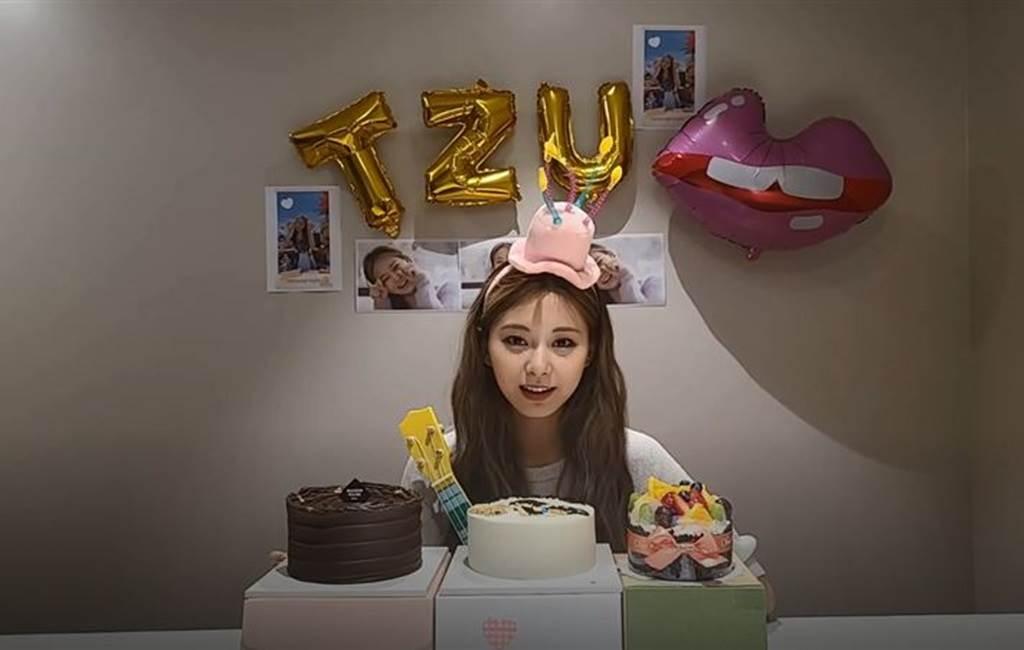 周子瑜14日過22歲生日。(圖/翻攝自TWICE V LIVE)