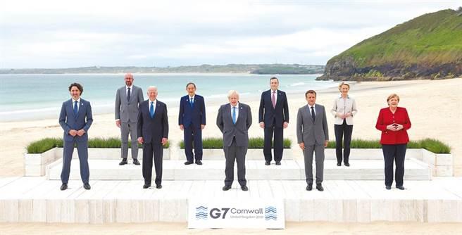 G7公報首提台海直批陸 拜登合縱連橫策略奏效。圖為G7領袖合影留念。(摘自英國首相官邸)