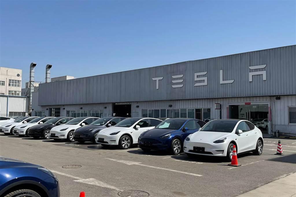 等不了柏林工廠:特斯拉可能出口中國製 Model Y 到歐洲救火,時間點就在第三季