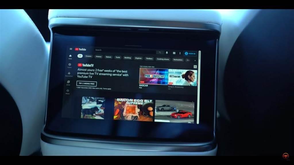 Model S/X 後座螢幕解密:邊開車邊看?冷氣出風口在哪?遊戲去哪了?