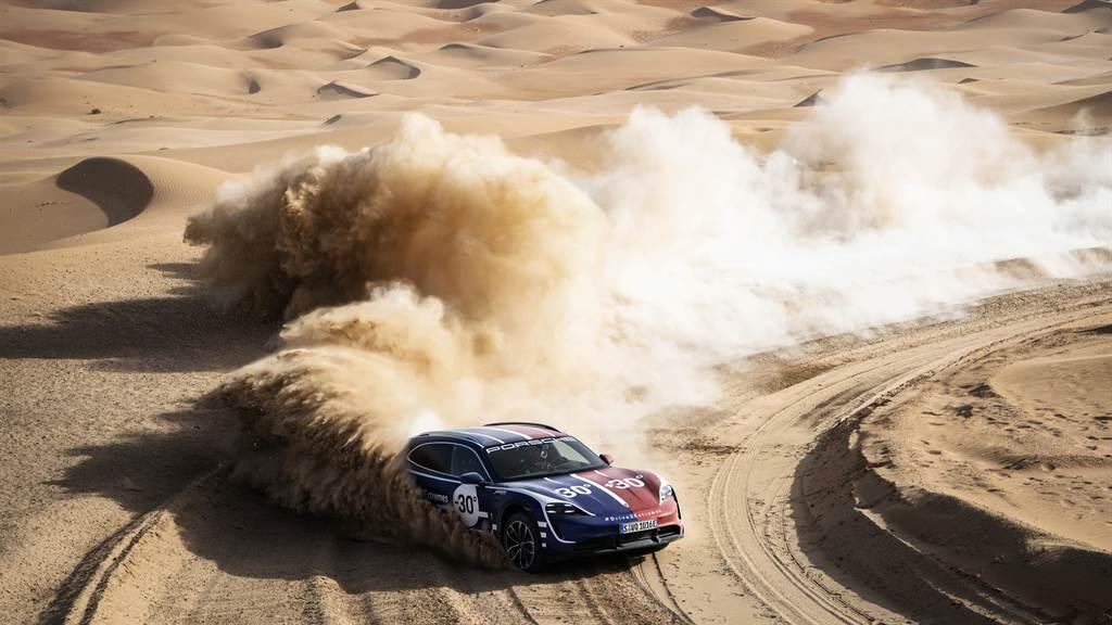 沙漠取景於阿拉伯聯合大公國「里瓦」(Liwa)。
