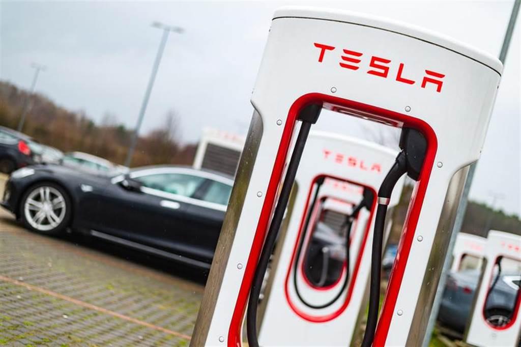 馬斯克預告特斯拉超充功率升級:最高上看 350 kW,充電速度快更多