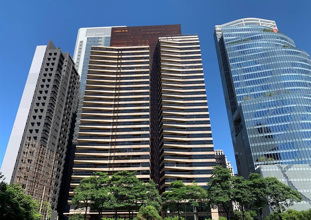 「大陸丽格」高樓層戶以每坪72.1萬元高價成交,為七期今年以來最高成交單價。(葉思含攝)
