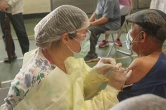 桃園高齡接種大塞車 僅4位護理人員1小時需打300劑