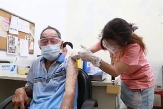 七股百歲人瑞打疫苗 現場秀白鶴陣拳法