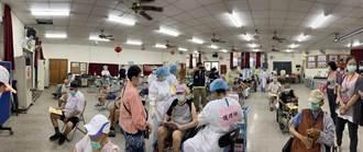 高雄採宇美町式高效施打 87歲長者踴躍接種