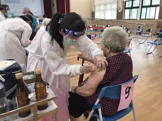 104歲人瑞接種疫苗 基隆首日上午施打率6成
