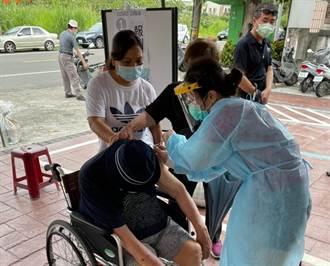 台南南化區長輩疫苗開打 長照交通車出動