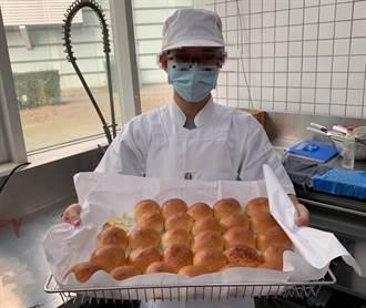 業界首創新職位 高職身障生喜進半導體廠當烘焙師