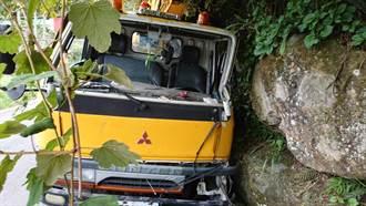 嘉義工程車疑似自撞山壁 駕駛急救後不治身亡