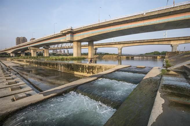 2波梅雨讓頭前溪隆恩堰恢復每日取水20萬噸, 穩定供應新竹地區民生用水。(羅浚濱攝)