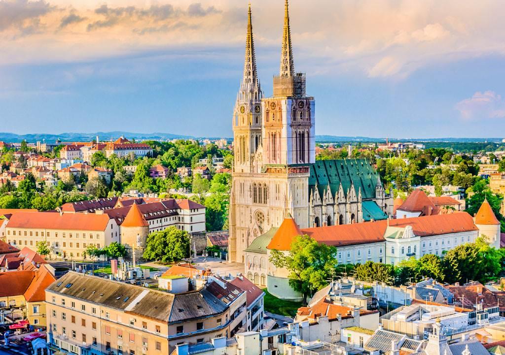 克羅埃西亞北部偏遠小鎮,為了吸引居民入住,特別對青年推出「1元購屋計畫」。示意圖為克羅埃西亞首都札格瑞布的一座天主教堂。(圖/達志影像)