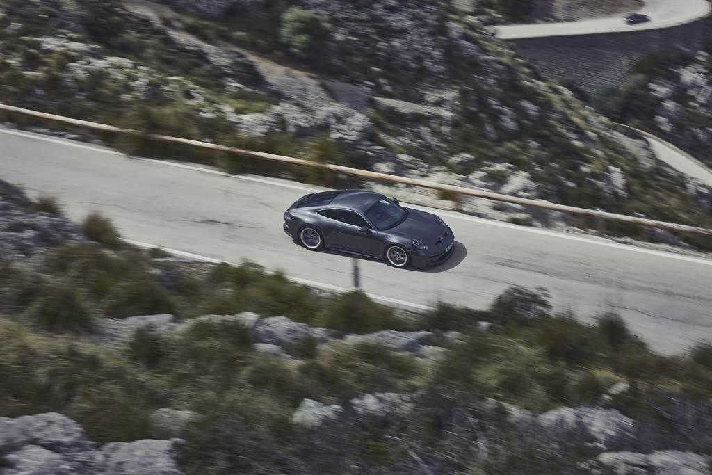 911 GT3絕倫出色的運動員不過度炫技,而忠於單純低調的哲學。