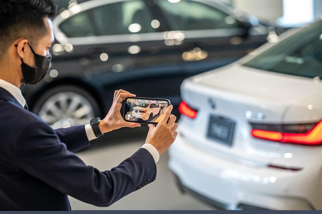 於BMW官方網站留下聯絡資訊,專業顧問將立即與您聯繫,透過電話或視訊的方式提供消費者最新產品資訊與購車方案諮詢。