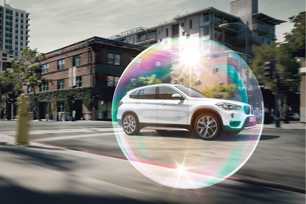 即日起至六月底交車車主皆可享守護升級套裝,內容涵蓋BMW原廠超纖細PM 2.5冷氣濾網、BMW原廠空調風箱清潔、冷氣微濾網座清潔、車內清新芳香劑等。