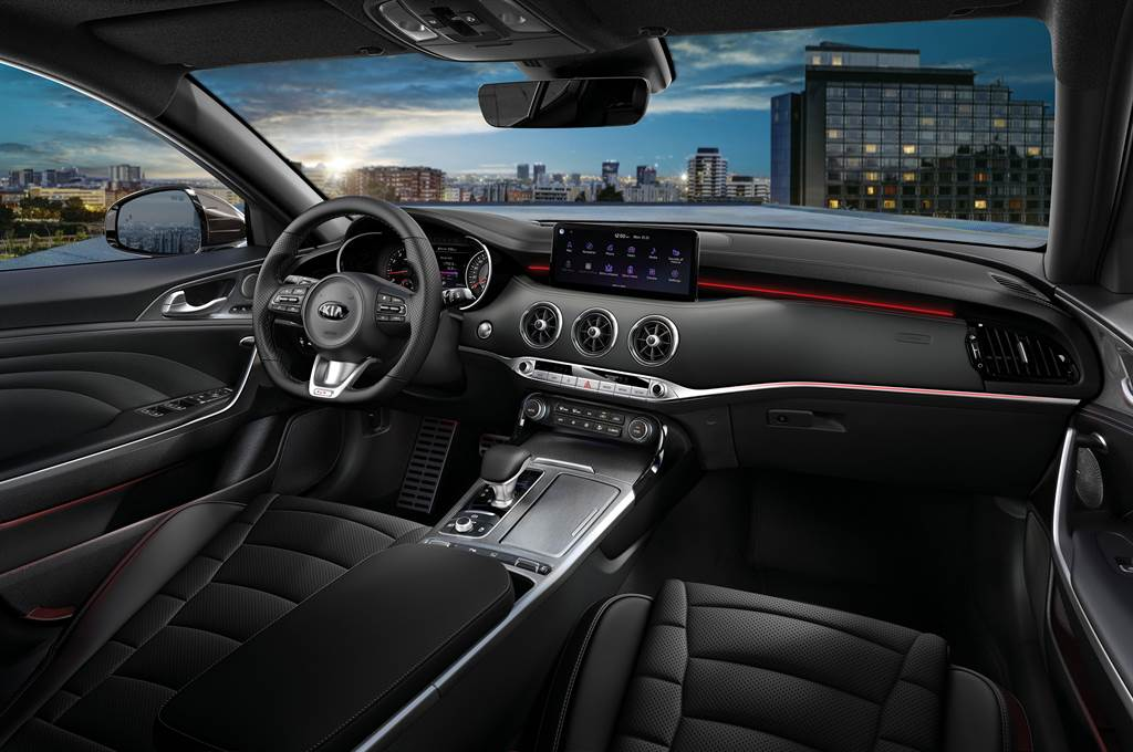 KIA New Stinger內裝以Trendy Design 革新設計,成功詮釋高性能豪華運動轎跑的格局。