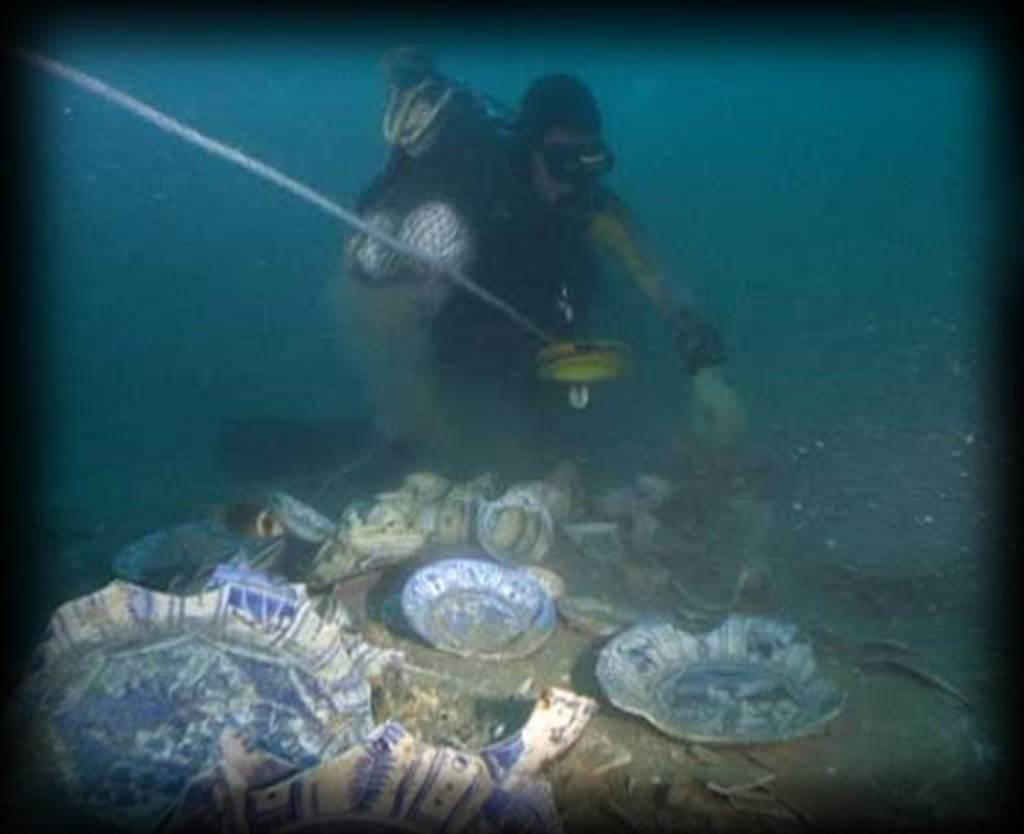 新加坡发现2艘古沉船 大量元代青花瓷重见天日
