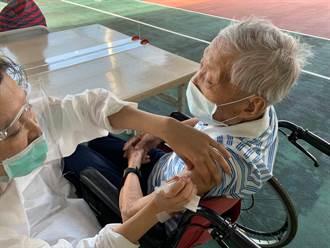 王鳳奎》百歲老兵父親打疫苗的感想