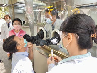 楊瓊瓔挺醫護 募8座正壓檢疫亭