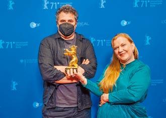 柏林影展湧現久違人潮《瘋狂A片》獲頒金熊獎