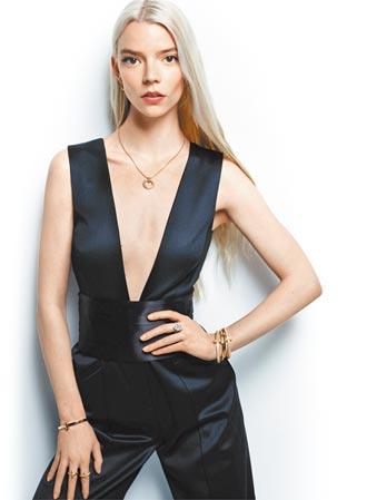 幸運珠寶加持安雅泰勒喬伊 《后翼》女星顯性感