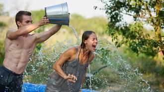 暴雨狂淹校園!學生嗨翻打水仗 回家收通知:內有排泄物